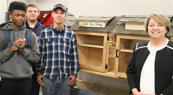 State Sen. Ritchie Visits students who made Little Free Libraries